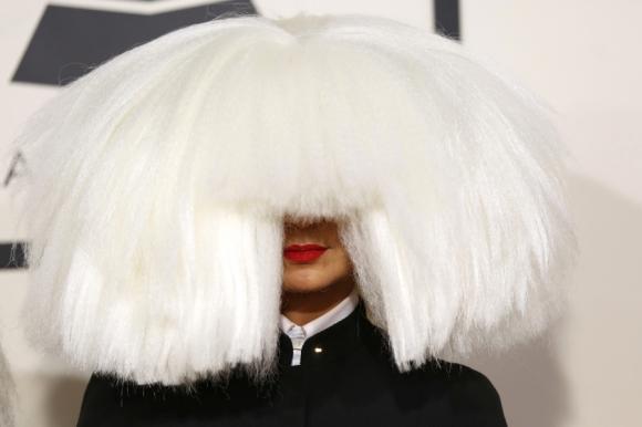 Sia, la mujer sin rostro, estrenó ayer su último trabajo. Foto: Reuters
