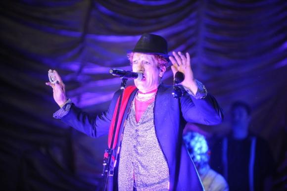 Pity Álvarez se lució y su banda de músicos fue un gran respaldo para su actuación. Foto: N. Pereyra.