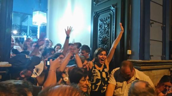 Alegría por el anuncio del fin de la crisis del Varela. Foto: Diego Píriz