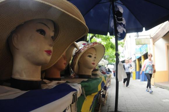 Turistas en el puerto de Montevideo. Foto: Fernando Ponzetto