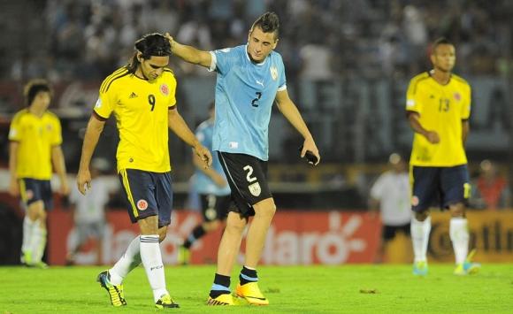 José María Giménez tuvo un debut recordado contra Colombia... y Falcao. Foto: archivo El País.