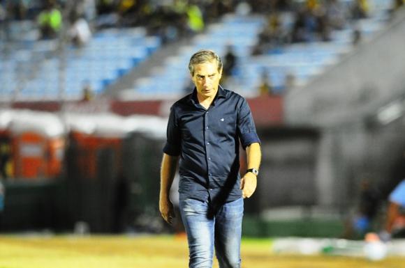 Eduardo Acevedo, DT de Defensor Sporting. Foto: Marcelo Bonjour.