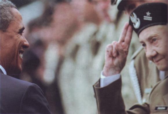 Danusia recibe el saludo de Barack Obama en Polonia.