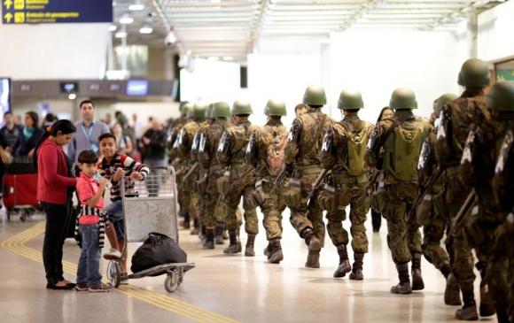 Los retrasos en embarques llegaron a ser de dos horas. Foto: Reuters
