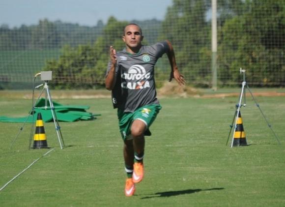 Gil, mediocampista, 29 años. Foto: Prensa Chapecoense.