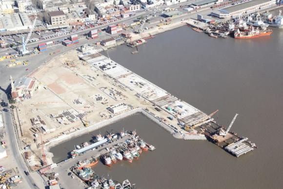 Muelle C del puerto de Montevideo. Foto: Archivo El País