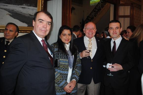 Embajador de Costa Rica Arnoldo Herrera, Gabriela Villalobos, Anselmo Castro, Nelson Simatovich.