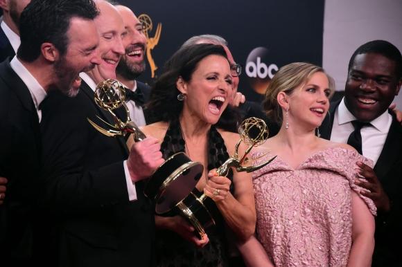 Julia Louis-Dreyfus celebró a lo grande su premio y el de su comedia,<i> Veep.</i>