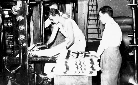 Jorge Batlle en la imprenta de Acción. Foto: Archivo El País.