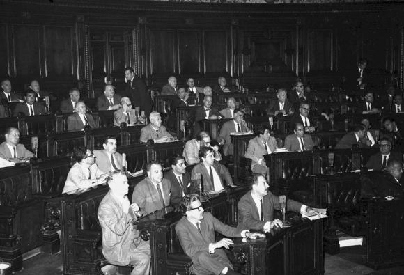 la bancada del Partido Colorado, año 1958, entre otros están Jorge Batlle, Zelmar Michelini, Hugo Batalla, Jorge Pacheco, Aquiles Lanza, Robaina Anzo, Hugo Cersosimo, Bernardo Pozzolo. Foto: Archivo EL PAÍS