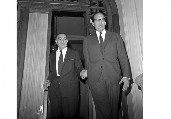 El presidente Oscar Gestido, junto a Jorge Batlle en la Residencia Suárez y Reyes, marzo 1967. Foto: archivo El PAÍS