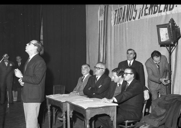 Jorge Batlle, acompañadom por Zelmar Michelini en 1966. Foto: Archivo EL PAÍS