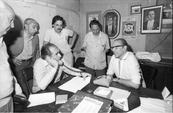 Jorge Batlle y Julio María Sanguinetti en las elecciones internas del partido colorado  en los años 80. Foto: Archivo EL PAÍS