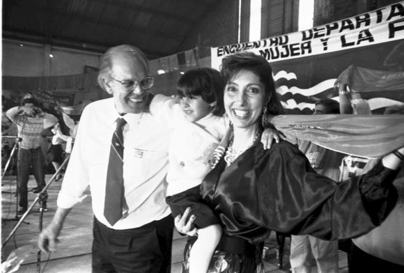 Jorge Batlle y Mercedes Menafra,en la campaña electoral del añoo 1989. Foto: Archivo EL PAÍS