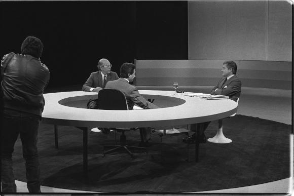 Jorge Batlle con Luis A. Lacalle en un debate con Néber Araújo, en 1989. Foto: Archivo EL PAÍS