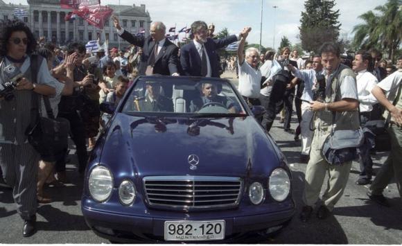 Batlle y Hierro López asumen al frente del gobierno. 1° de marzo de 2000. Foto: Archivo El País.