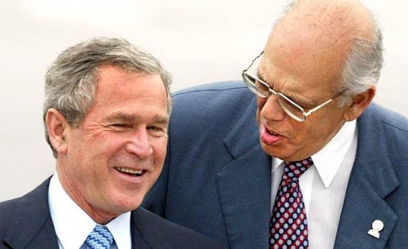 Batlle con el entonces presidente de EE.UU., George W. Bush, en 2004. Foto: AFP.