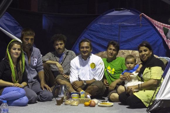 El chef uruguayo cocina todos los mediodías para 1.500 refugiados. Foto: Andre Naddeo