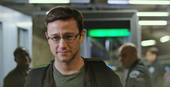 Joseph Gordon-Levitt como Snowden en la película de Oliver Stone