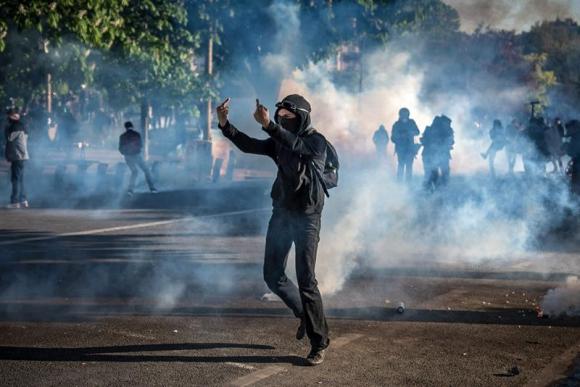 Disturbios en Francia por el Día del Trabajador. Foto: EFE