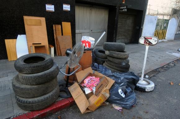 Vecinos participaron de la jornada para levantar residuos de gran tamaño. Foto: Fernando Ponzetto
