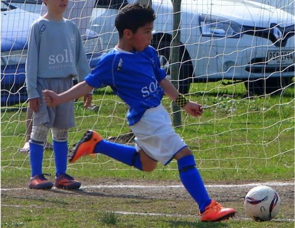 Thiago, el niño de 8 años que fue seleccionado por Figo.
