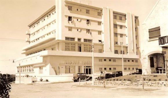 El hotel Miguez en 1930: los huéspedes colgaban la ropa en las ventanas.