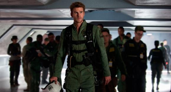 Liam Hemsworth es el protagonista de la segunda parte de esta historia.