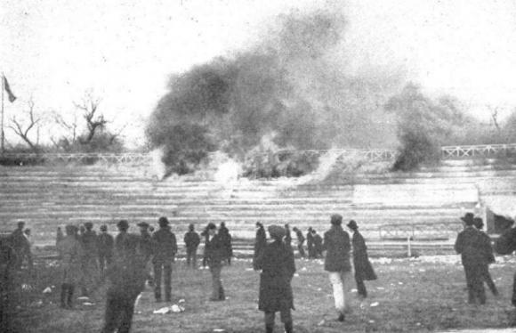 El incendio de las tribunas de GEBA (Foto: Archivo del autor)
