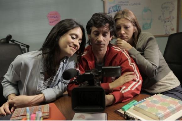<i>Rotos y descosidos</i>: Vicky Rodríguez, Alfonso Tort y Florencia Colucci.