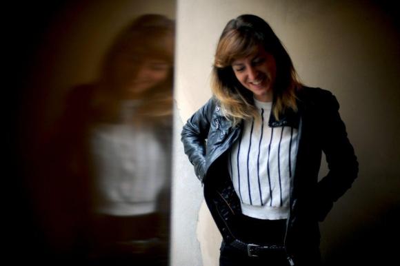 Florencia Colucci tiene 29 años. Nació en Montevideo, pero creció en Tarariras (Colonia). A los 8 comenzó a estudiar teatro.
