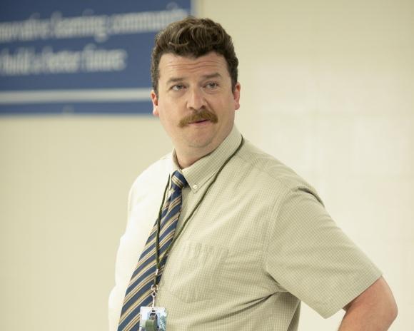 Danny McBride interpreta a Neal Gamby, un vicedirector que quiere ser director.