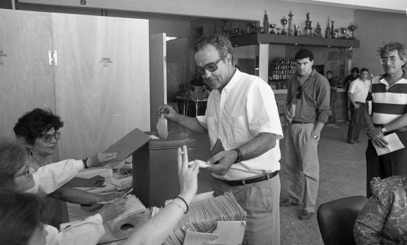 Eleuterio Fernández Huidobro en unas elecciones. Foto: Archivo El País