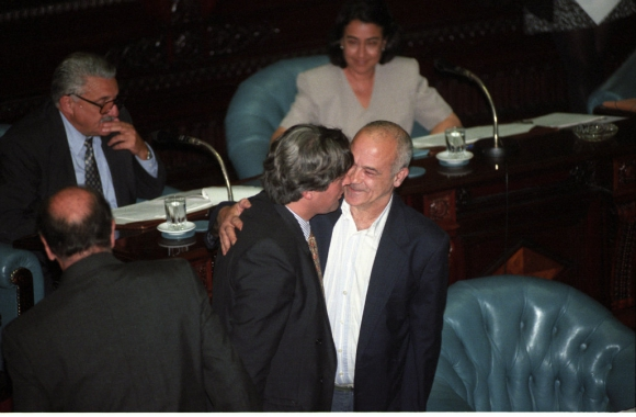 Eleuterio Fernández Huidobro asume como senador en 1999. Foto: Archivo El País