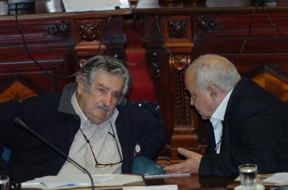 Junto a José Mujica en la Cámara de Senadores. Foto: Archivo El País