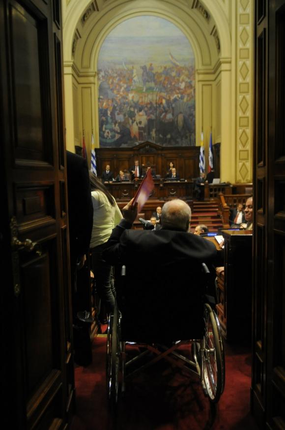 Durante una de sus últimas interpelaciones por el robo de proyectiles en la Fuerza Aérea. Foto: Archivo El País