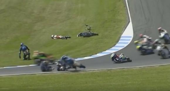 El momento del doble accidente en el Gran Premio de Australia. Foto: Captura