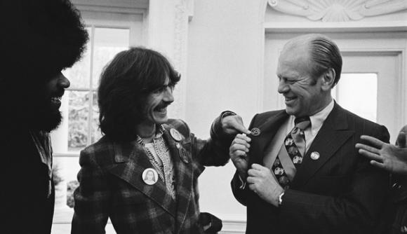 George Harrison y Gerald Ford, el sucesor de Nixon