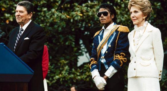Reagan con Michael Jackson en su etapa Sgt. Pepper