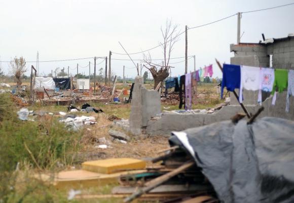 Dolores, tres semanas después del tornado. Foto: Fernando Ponzetto.