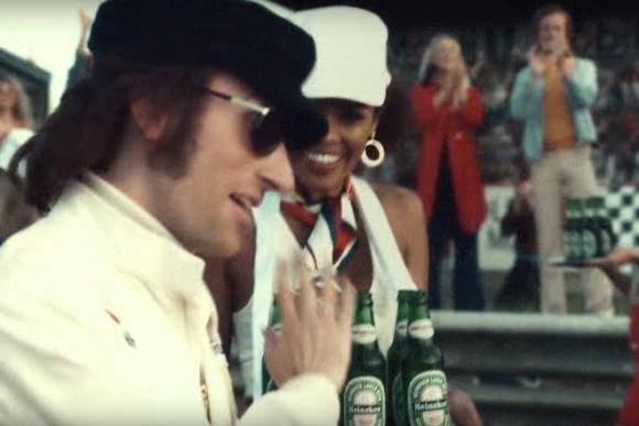 El corredor en la década del 70 rechaza las Heineken que le ofrecen antes y después de las competencias.