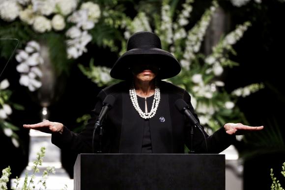 Lonnie Ali, esposa de Muhammad Ali, habla durante la ceremonia. Foto: Reuters