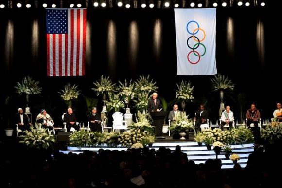 El escenario dispuesto para la ceremonia a Muhammad Ali. Foto: Reuters