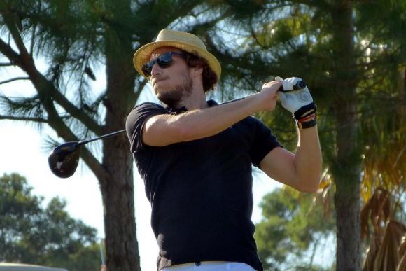 Diego Forlán juega al golf para la Fundación Alejandra Forlán. Foto: Ricardo Figueredo