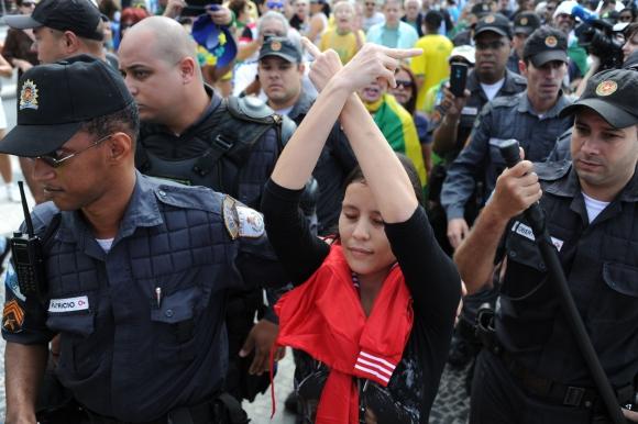 Manifestantes brasileños marcharon en contra de la corrupción. Foto: AFP