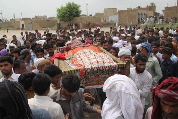 Funeral de Qandeel Baloch. Foto: AFP.