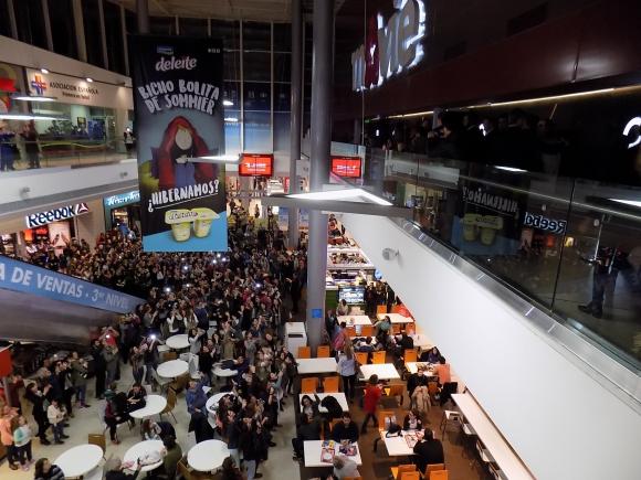 Cientos de fans se congregaron en el shopping.