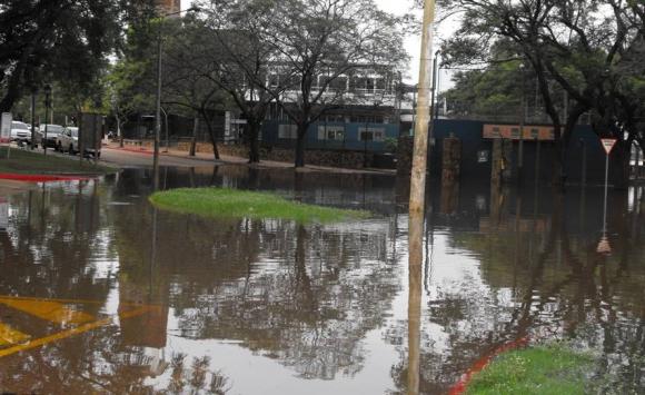 Se espera que el jueves, el nivel del agua llegue a los 13,30 metros. Foto: Luis Pérez.