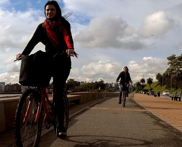 Minicipio CH: vecinos votaron por crear una senda para bicicletas en la rambla. Foto: F. Ponzetto