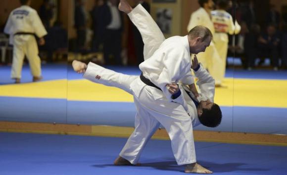 Vladimir Putin entrenó judo con la selección rusa. Foto: Reuters.
